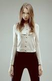 Beau femme dans la jupe grise Image stock