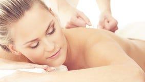 Beau femme dans la station thermale Récréation, énergie, santé, massage et concept curatif Photo stock