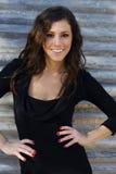 Beau femme dans le sourire noir de robe Image stock