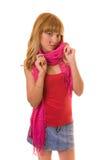 Beau femme dans une écharpe rouge Image libre de droits