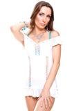 Beau femme dans une robe blanche Images stock