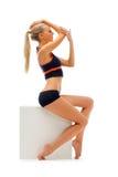 Beau femme dans une usure de sport dans le studio. photographie stock