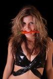 beau femme de rouge de poivre noir Images stock
