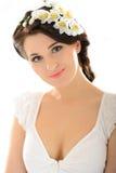 Beau femme de source avec la peau et les fleurs pures Image libre de droits