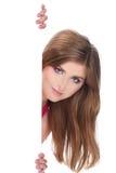 Beau femme de sourire retenant le panneau-réclame blanc Photo stock