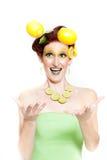 Beau femme en limette de citron Images libres de droits