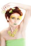 Beau femme en limette de citron Photographie stock libre de droits
