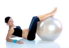 Beau femme enceinte à la gymnastique de forme physique Image libre de droits
