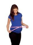 Beau femme enceinte mesurant son ventre Images libres de droits
