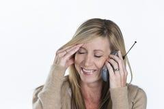 Beau femme parlant au téléphone image libre de droits