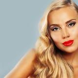 Beau femme Peau bronzée saine Cheveu blond Image libre de droits