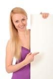 Beau femme retenant l'affiche blanc Photo libre de droits