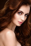 Beau femme sexy avec le cheveu rouge photographie stock libre de droits