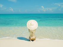 Beau femme sur la plage Photos libres de droits