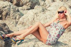 Beau femme sur la plage tropicale Photographie stock