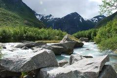 Beau fleuve en Norvège Photos stock