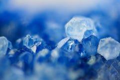 Beau fond d'hiver de beau des cristaux bleus Macr images libres de droits