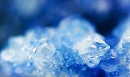 Beau fond d'hiver de beau des cristaux bleus Macr photos stock