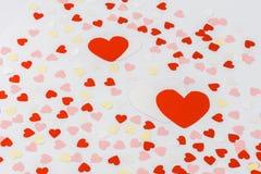 Beau fond de jour de valentines avec les coeurs rouges Photo libre de droits