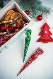 Beau fond de Noël avec les sucreries et le décor colorés Photo libre de droits