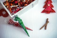 Beau fond de Noël avec les sucreries et le décor colorés Photo stock