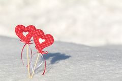 Beau fond de vacances de valentine avec deux coeurs à carreaux Photographie stock