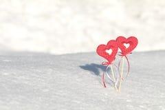 Beau fond de vacances de valentine avec deux coeurs à carreaux Images libres de droits
