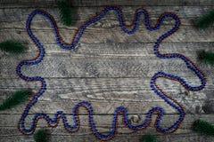 Beau fond en bois avec des ballons colorés et une belle vignette Photographie stock libre de droits