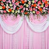 Beau fond fait à partir du tissu et des fleurs Image libre de droits