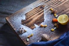 Beau fond pour un blog Bonbons géorgiens Dessert avec du miel, les fruits secs et le citron photo stock