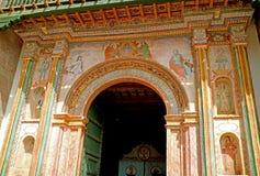 Beau fresque sur le porche principal de San Pedro Apostol de Andahuaylillas Church, ville d'Andahuaylillas, Pérou photo stock