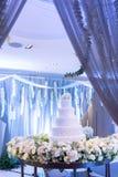 Beau gâteau de mariage à la réception de mariage Photos stock