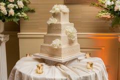 Beau gâteau de mariage Photos libres de droits
