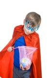 Beau garçon drôle habillé comme super héros enregistrant la terre Photographie stock libre de droits
