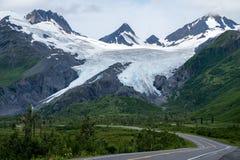 Beau glacier de Worthington le long du ` de l'Alaska s Richardson Highway près de Valdez Alaska Jour obscurci photos stock