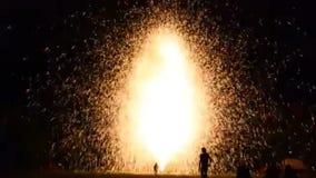 Beau grand feu d'artifice de la Thaïlande banque de vidéos