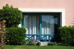 Beau jardin à la station de vacances d'hôtel et bâtiment dans le style arabe traditionnel Architecture de station de vacances en  Photographie stock