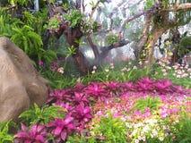 Beau jardin de fleur Fleurs mêmes photo libre de droits
