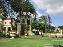 Beau jardin et un bâtiment Images libres de droits