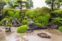 Beau jardin japonais dans le secteur samouraï de Chiran à Kagoshima, Japon Photographie stock libre de droits
