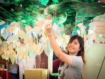 Beau jeune Asiatique - sourire chinois de femme images libres de droits