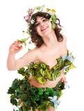 Beau jeune femme avec la fleur et le guindineau. Image libre de droits