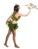 Beau jeune femme avec la fleur et le guindineau. Photo libre de droits