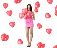 Beau jeune femme avec le ballon rouge de coeur Images libres de droits