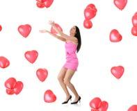Beau jeune femme avec le ballon rouge de coeur Photos stock