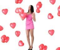 Beau jeune femme avec le ballon rouge de coeur Photographie stock libre de droits