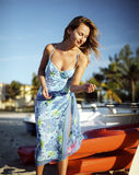 Beau jeune femme avec le bateau Images libres de droits
