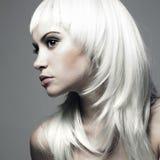 Beau jeune femme avec le cheveu blond Images stock