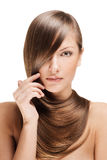 Beau jeune femme avec le long cheveu brillant Photographie stock libre de droits