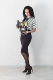 Beau jeune femme avec un bouquet des fleurs Photo libre de droits